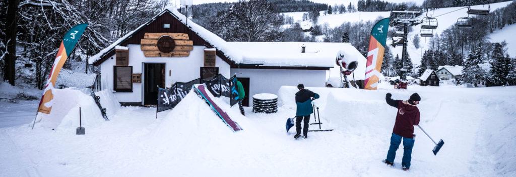Vstup do kanceláře snowboardové školy
