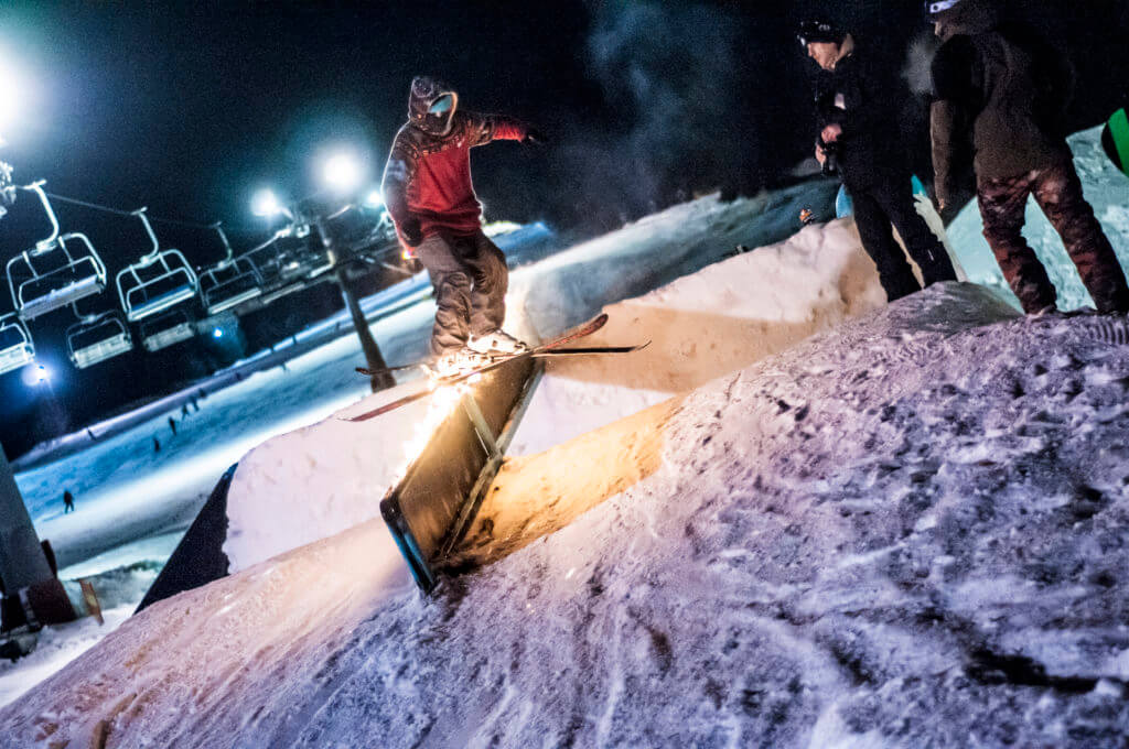 ski freestyle jib rail event