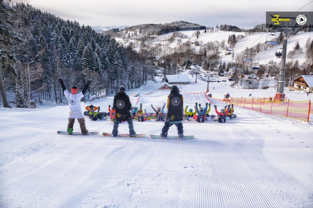 Společné foto Beany Snowboard Camp snowboardová škola Little Trees