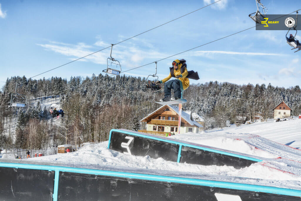 Little Trees Snowboard škola instruktor skáče