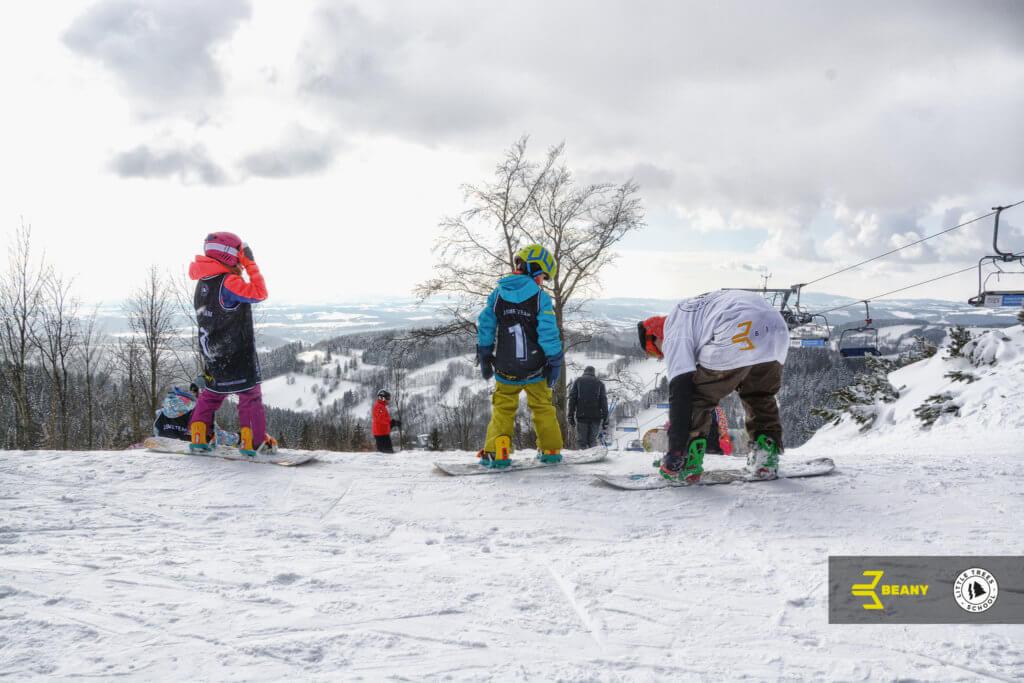 Snowboard děti a instruktor Little Trees Snowboard škola