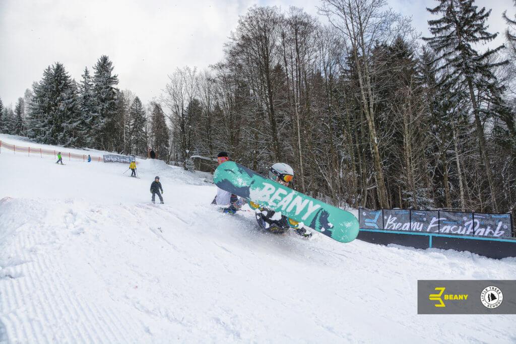 Snowboard škola výuka na campu Little Trees ollie