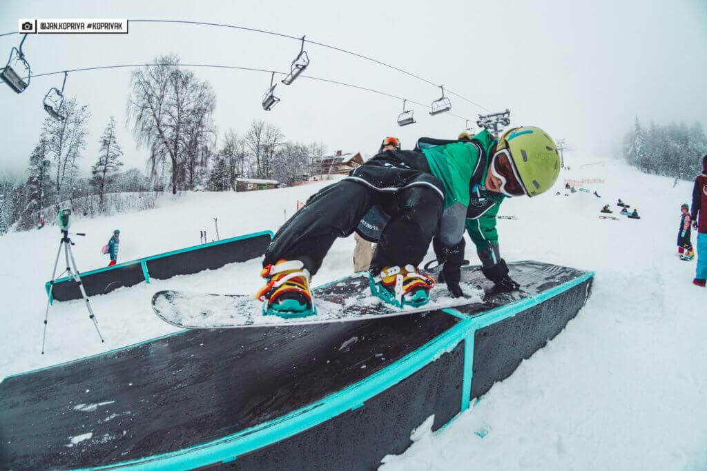 Snowboarder slide box straight down