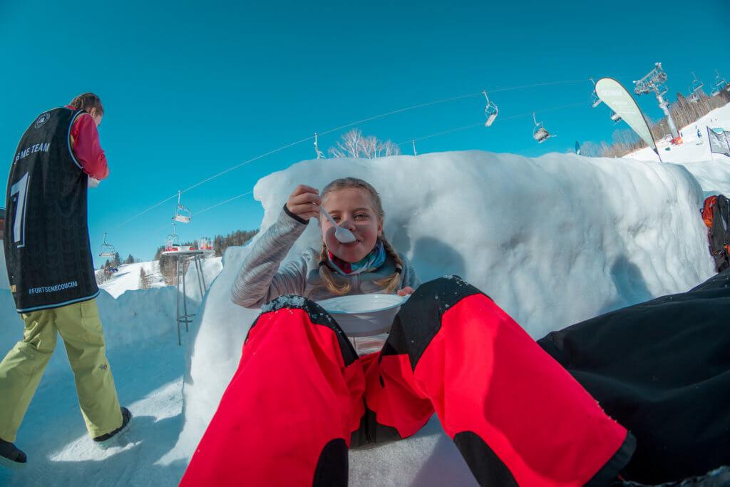 Občerstvení během výuky na Beany Snowboard Campu od Little Trees Snowboard školy