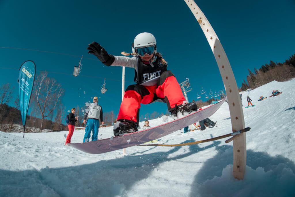 Ollie contest na Beany Snowboard kempu během výuky od Little Trees školy