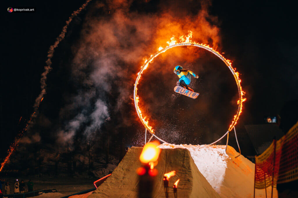 Fire gate kicker snowboard